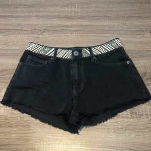 Kendall & Kylie 0 high waisted black jean shorts
